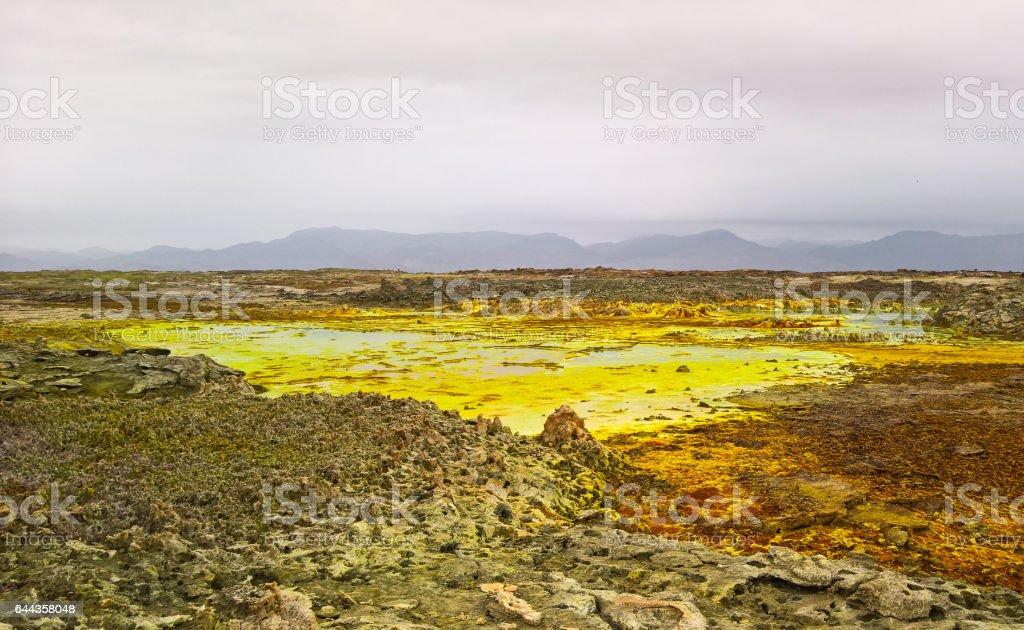 Panorama interior de cráter volcánico Dalol en depresión de Danakil, Etiopia Afar - foto de stock