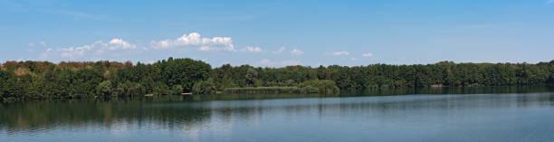 Panorama Monchwaldsee im Westen von Frankfurt Am Main, Hessen, Deutschland – Foto