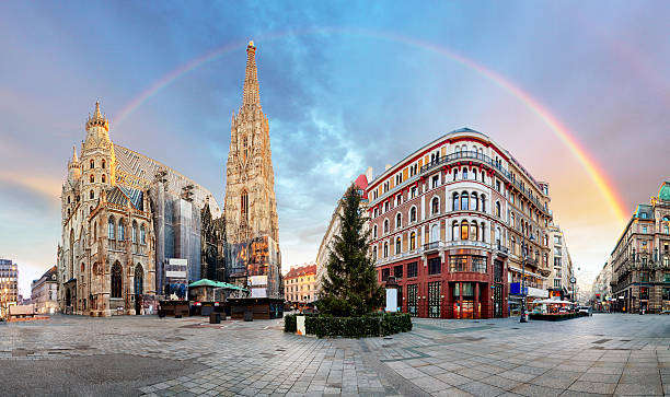 panorama od vienna square with rainbow - stephens cathedral, nobody - 奧地利 個照片及圖片檔