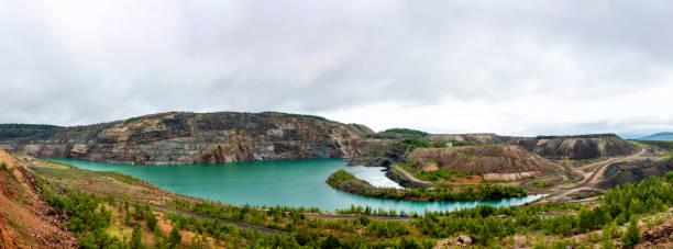 Panorama von einem gefluteten Steinbruch – Foto
