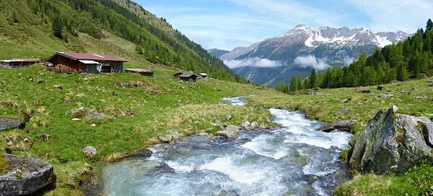 Panorama eines typisch österreichischen Alpen – Foto