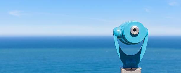 panorama of binoculars and ocean - 專注 個照片及圖片檔