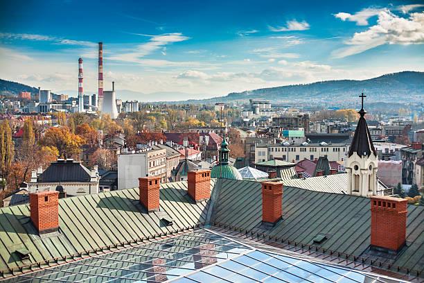 Panorama der Stadt Bielsko-Biala sichtbare CHP und die Berge – Beskid. – Foto