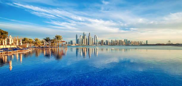 panorama von dubai marina skyline, vereinigte arabische emirate - dubai stock-fotos und bilder