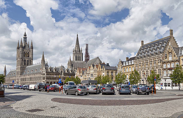 Panorama von Grote Markt square in Ypres – Foto