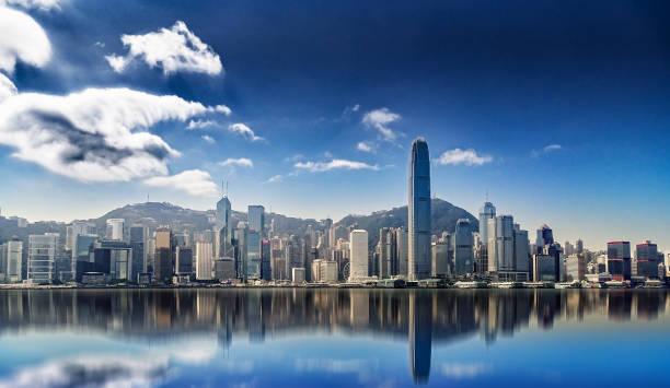 panorama of hong kong island with reflections in the water - hong kong foto e immagini stock