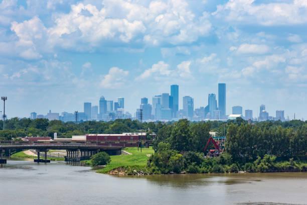 panorama von houston, tx - houston texas stock-fotos und bilder