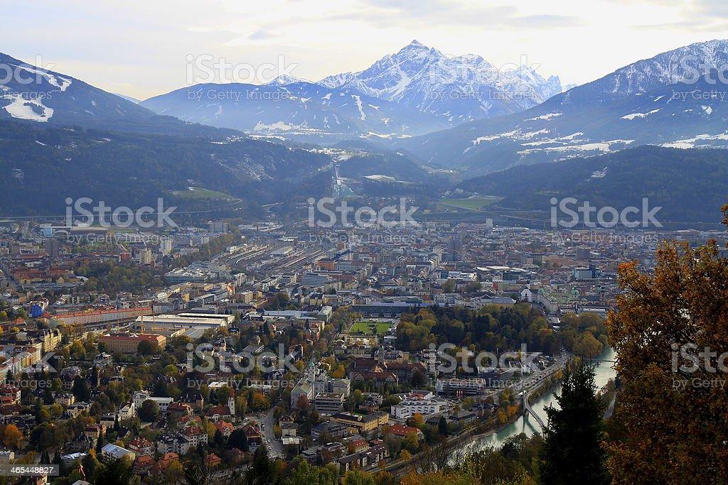 Panorama von Innsbruck und Brenner-Autobahn von oben – Foto