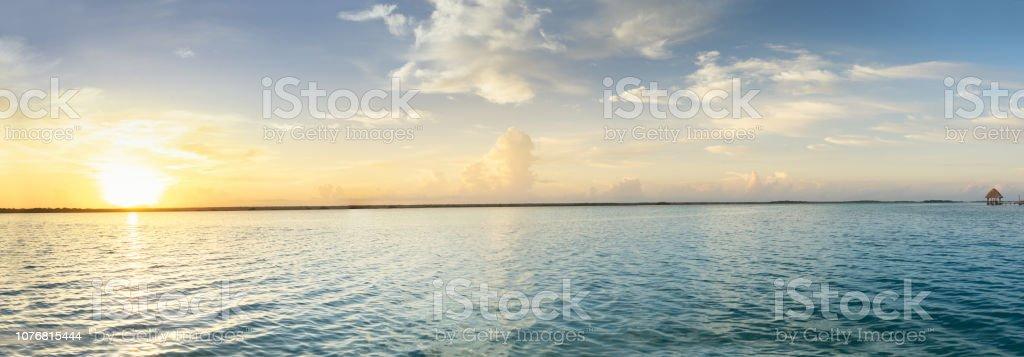 Panorama de la laguna - foto de stock