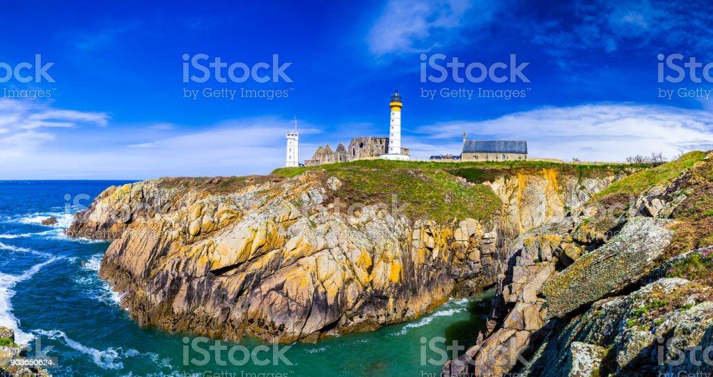 Panorama der Leuchtturm und die Ruine des Klosters, Pointe de Saint Mathieu, Bretagne (Bretagne), Frankreich – Foto