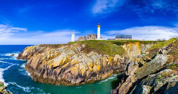 Panorama de phare et les ruines du monastère, Pointe de Saint Mathieu, Bretagne (Bretagne), France - Photo
