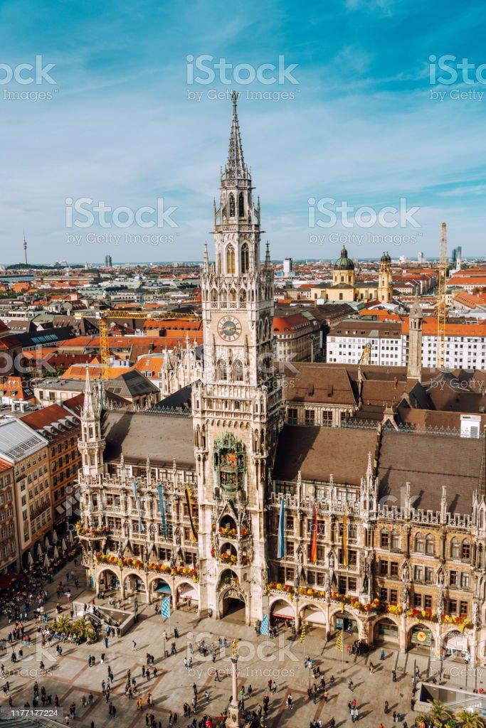 Panorama des Marienplatzes mit Neuem Rathaus - Lizenzfrei Alt Stock-Foto