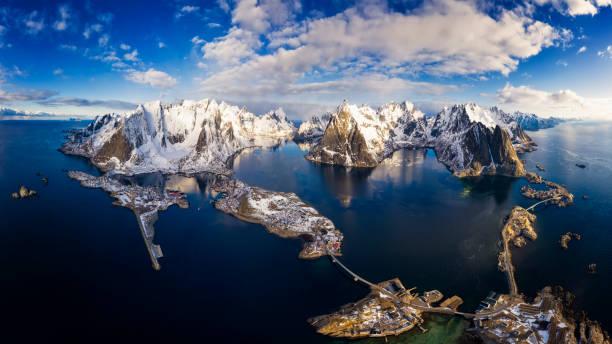 Panorama der Berge und Reine auf den Lofoten-Inseln, Norwegen-XXXL Panorama – Foto