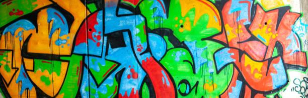 Panorama der bunten Graffiti an der Wand – Foto