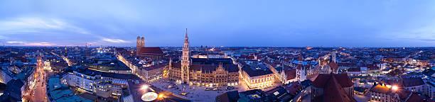 panoramablick auf münchen am abend - münchen weather stock-fotos und bilder