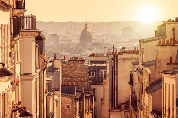 panorama von paris, blick vom hügel von montmartre in paris frankreich - paris sommer stock-fotos und bilder