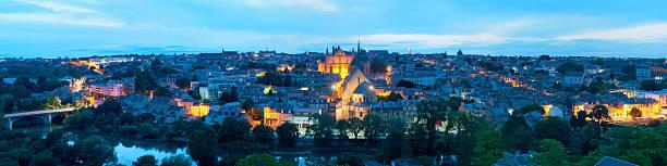 Panorama von Poitiers bei Nacht – Foto