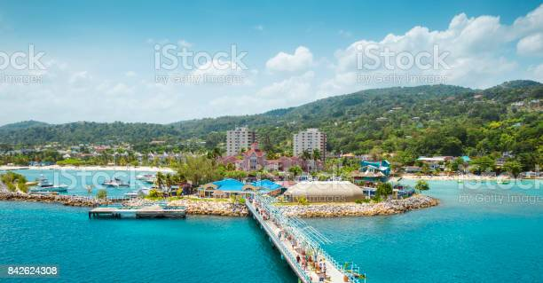 Panorama of port in ocho rios in jamaica picture id842624308?b=1&k=6&m=842624308&s=612x612&h=t1wn0gkcmrnsag abmqmwqmfz3jtkovdpsmfmggf4u0=