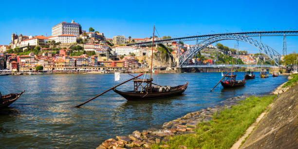 Panorama of Porto Panorama of Douro riverside Dom Luís I Bridge and Ribeira old town (Porto, Portugal). duero stock pictures, royalty-free photos & images