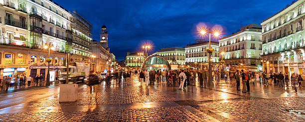 Royalty free puerta del sol madrid pictures images and for Puerta 7 foro sol
