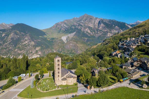 panorama of taull town at vall de boi, catalonia, spain - lleida zdjęcia i obrazy z banku zdjęć