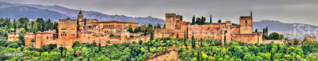 Panorama of the Alhambra, a palace and fortress complex in​​​ foto