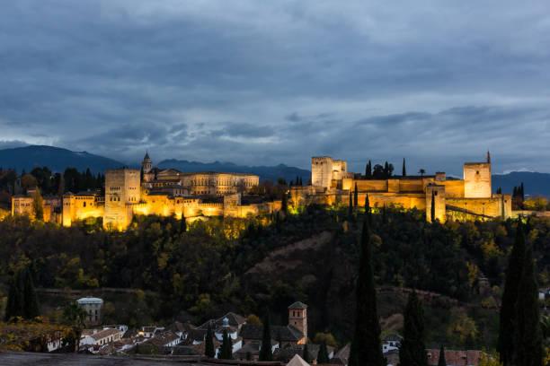 サン ニコラス夜 (グラナダ) からアルハンブラ宮殿のパノラマ - スペイン グラナダ ストックフォトと画像