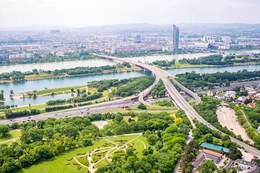 Panorama Van De Donau In Wenen Oostenrijk Stockfoto en meer beelden van Achtergrond - Thema