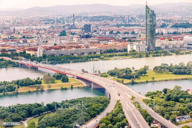 Panorama Of The Danube River In Vienna Austria - Fotografias de stock e mais imagens de Ao Ar Livre