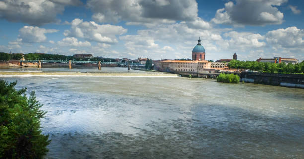 Panorama of the Garonne river,Toulouse, France. Panoramic view, looking east towards the weir across the Garonne river,with the school for midwives to the right of the weir. ecole stock pictures, royalty-free photos & images