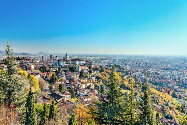 panorama da cidade italiana bergamo. vista de cima. - lombardia - fotografias e filmes do acervo