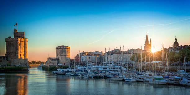 Panorama des alten Hafens von La Rochelle, Frankreich bei Sonnenuntergang – Foto