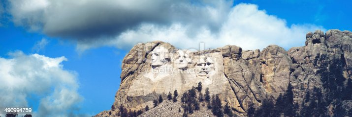 1195382882istockphoto Panorama of the presidents at Mount Rushmore in South Dakota 490994759