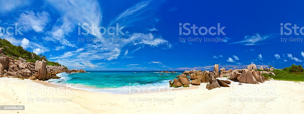 Panorama da praia tropical em Seychelles foto de stock royalty-free