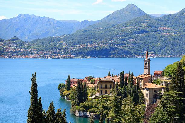 panorama of varenna at lake como with mountains in italy - como italië stockfoto's en -beelden