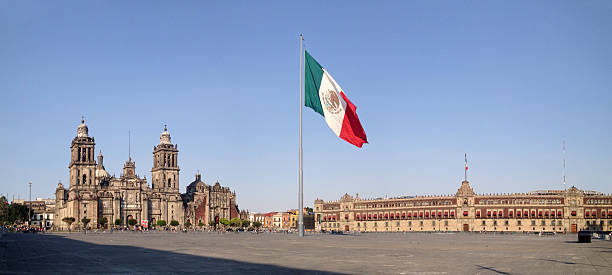 panorama de zócalo square, la ciudad de méxico - bandera mexico fotografías e imágenes de stock