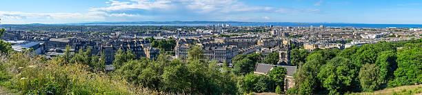 Panorama on mountain view point over Edinburgh city. – Foto