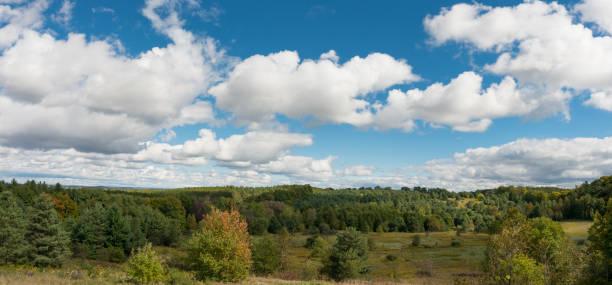 panorama on the peak of oak ridges moraine in southern ontario, canada - moraine стоковые фото и изображения