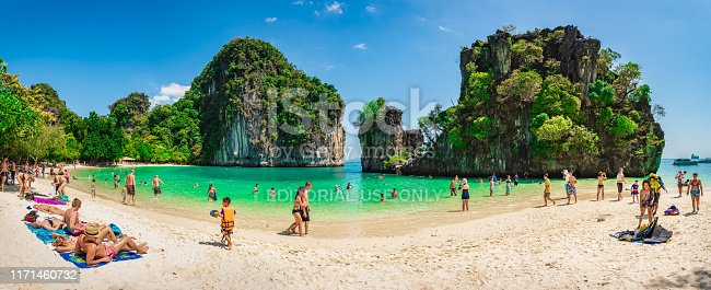 KRABI THAILAND 7 FEBUARY 2015: Panorama photo of Koh Hong with a lot of tourist enjoying  swimming and relaxing in sunny day.