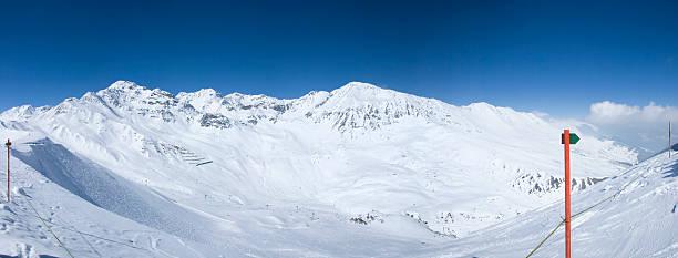 panorama-foto auf den österreichischen alpen - fiss tirol stock-fotos und bilder