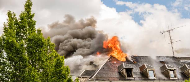 Panorama-Dachfeuer im Haus – Foto