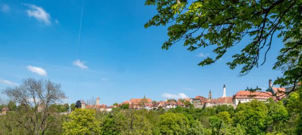 panorama rothenburg ob der tauber - taubertal stockfoto's en -beelden