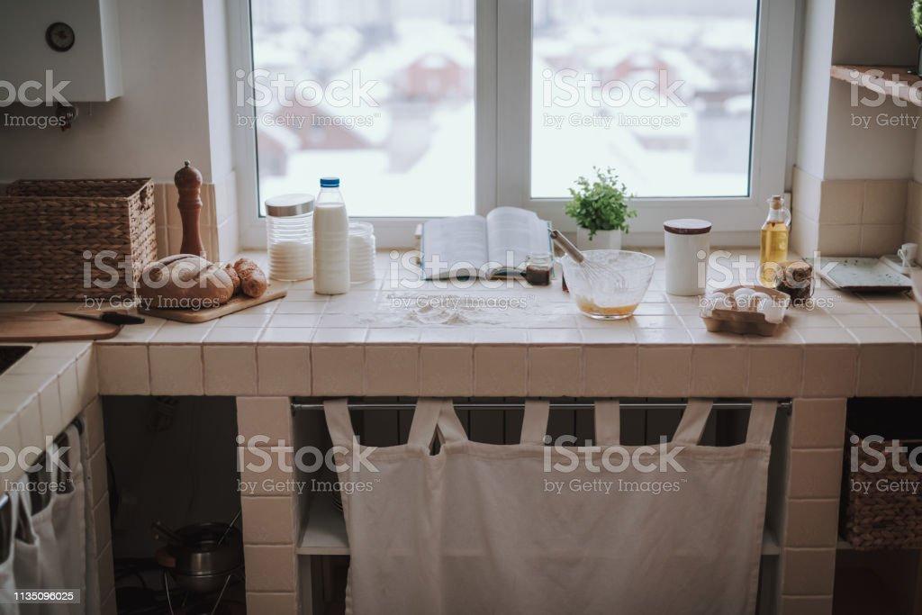 Panoramablick Auf Einen Komfortablen Kuchentisch Stockfoto Und Mehr Bilder Von Arbeitsplatte Istock