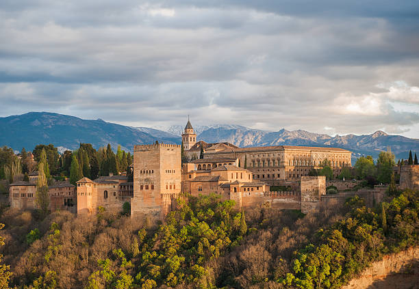 パノラマの眺め、グラナダでは、アルハンブラ宮殿、スペイン - スペイン グラナダ ストックフォトと画像