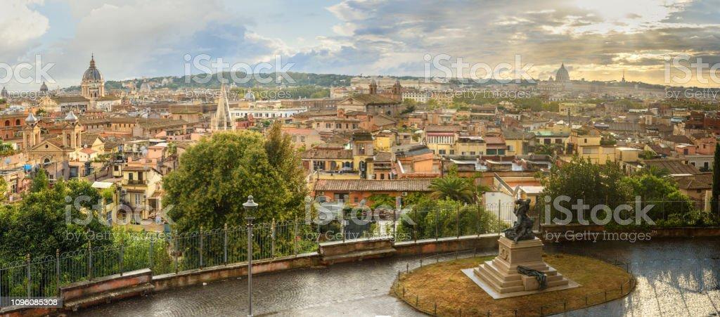 Vista Panorámica De Roma Desde Terrazza Viale Del Belvedere