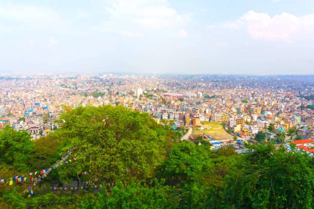 panoramablick über die stadt kathmandu von swayambhunath tempel-komplex, nepal - demographie deutschland stock-fotos und bilder