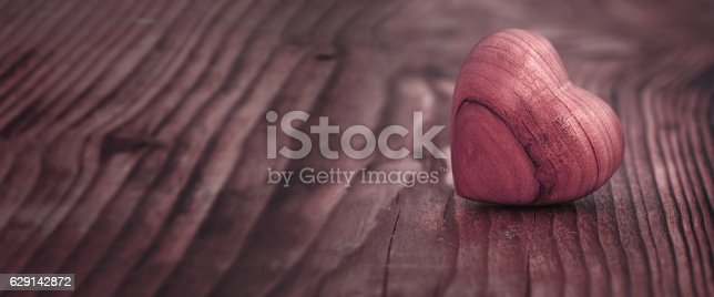 istock Panorama with heart on wood 629142872