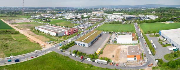 panoramische lucht mening van grote industriezone - industriegebied stockfoto's en -beelden