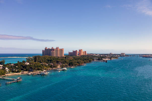 panoramisch luchtfoto van paradise island - nassau new providence stockfoto's en -beelden