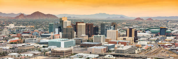 panoramic aerial view of the phoenix, arizona skyline against the day's blue sky. - stan arizona zdjęcia i obrazy z banku zdjęć